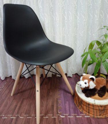 Amazonで買ったイームズチェアの組み立てと座り心地を紹介、安いデザイナーズ家具です