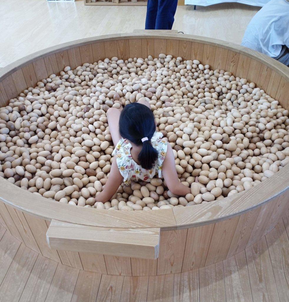 ヒノキのボールプール