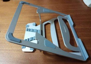 【レビュー】Megainvo factory ノートパソコン スタンド(改良版)、金属製で丈夫・軽い