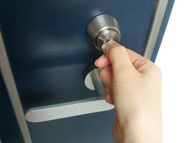 【便利】ホームセンターコーナンで鍵穴のクスリを購入、MIWAのPRシリンダーに使ってみた