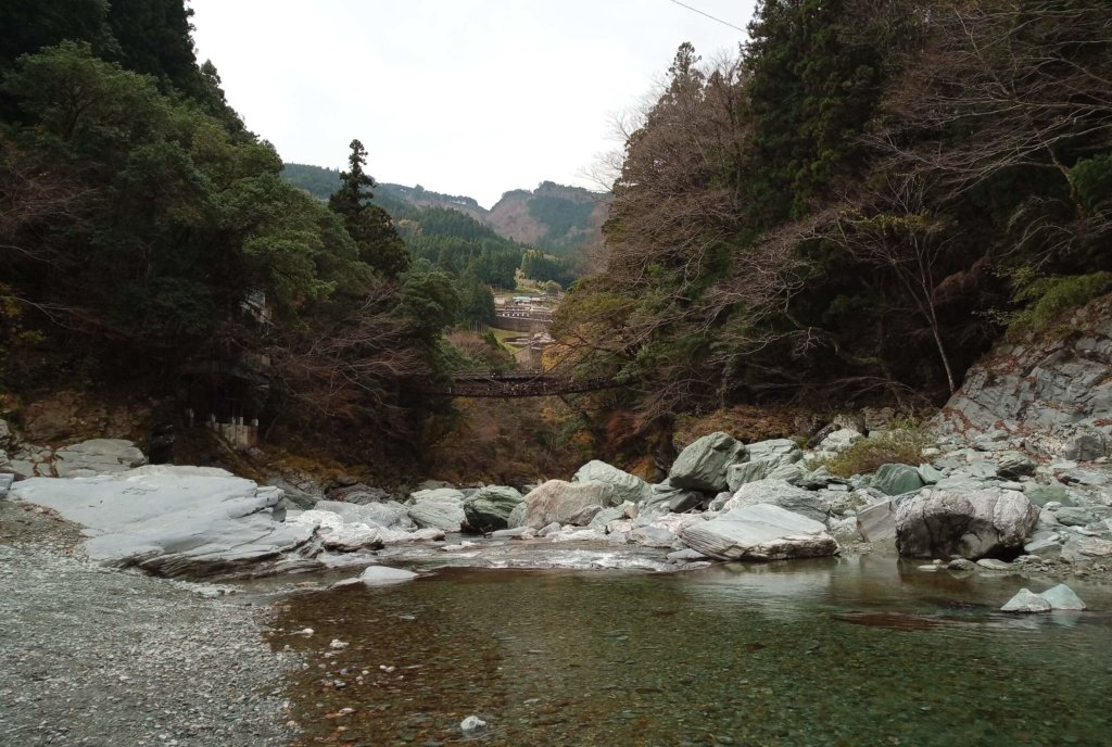 かずら橋下の河原